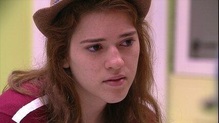 Ana Clara reclama de Mahmoud e Ayrton defende: 'Não fez por mal'