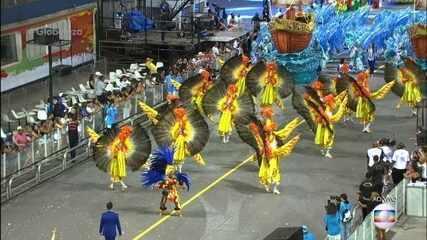 Comissão de frente da Tatuapé representa encontro de franceses com índios no Maranhão