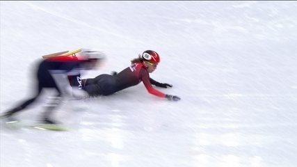 Canadense cai e quase é atingida por lâmina de adversária na patinação em pista curta