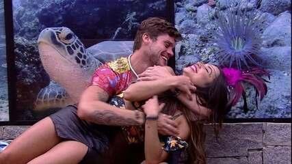 Breno tenta beijar Paula, mas ela se esquiva