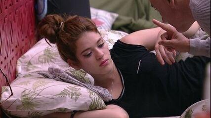 Ayrton acorda Ana Clara: 'É a quinta vez que você é chamada'