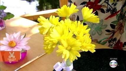 Aprenda a fazer arranjo de flores com massa de biscuit