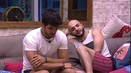 Lucas comenta com Mahmoud: 'Só vou ficar melhor depois de terça'
