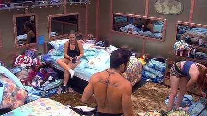 Kaysar brinca de irritar Ana Clara: 'Tô procurando uma coisa aqui'
