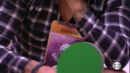 Jogo da Discórdia: Lucas dá placa de 'banana' a Caruso