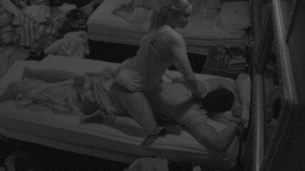 Jéssica faz massagem em Lucas e Diego brinca: 'O amor é lindo!'