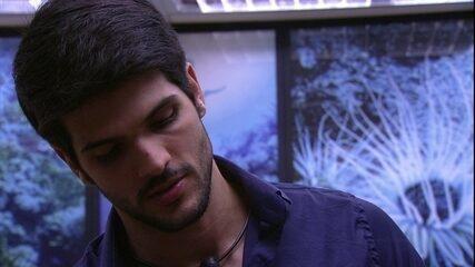 Jéssica pede para que Lucas não vá mais ao Paredão