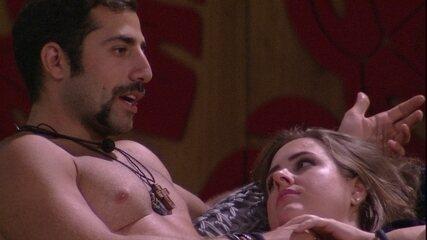 Kaysar afirma a Patrícia: 'Tem que ir com calma'