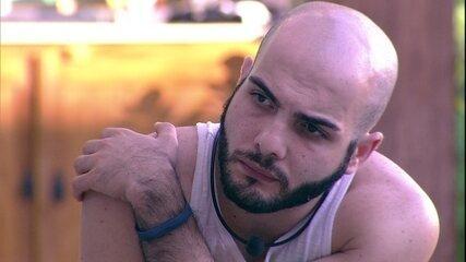 Mahmoud afirma: 'Aqui dentro é tudo exagerado'