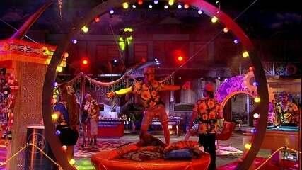 Kaysar dança empolgado ao som de 'Macarena'