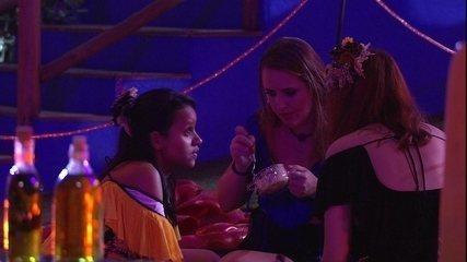 Ana Clara dispara sobre Paula: 'Qual é a diferença de beijar e passar o dia todo agarrado?