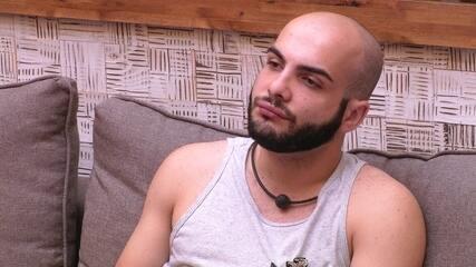 Mahmoud reclama que não dormiu e Paula retruca: 'Você está gostando'