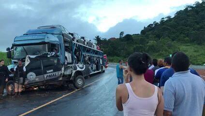 Policias militares morreram em acidente com caminhão cegonha