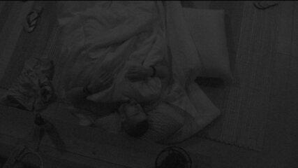 Após noite de formação de Paredão, todos os brothers dormem na casa do BBB18