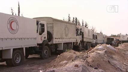 Ajuda humanitária chega ao ponto de controle a caminho de Ghouta, na Síria