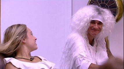 Ayrton brinca com Paula: 'Sonhei que estava cabeludo'