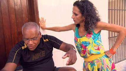 Maria Menezes bate perna e conhece as histórias pitorescas dos moradores do Bate Facho