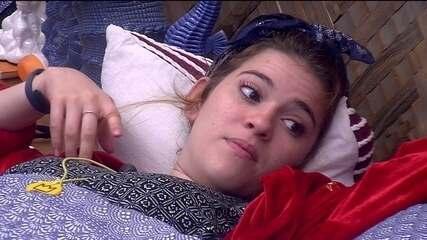 Ana Clara narra DR com Breno para Gleici e acreana comenta: 'Homem tem ego frágil'