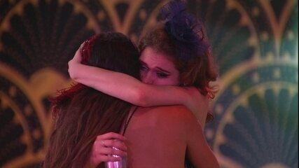 Ana Clara afirma a Paula: 'O que eu precisar lidar, fora a nossa amizade, não é importante'