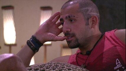 Kaysar conta a Viegas sobre ex-namorada