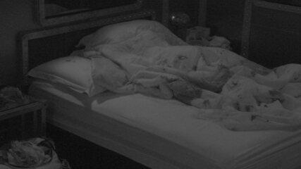 Todos dormem após mais uma noite de formação de Paredão
