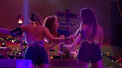 Ana Clara, Jéssica e Paula sensualizam no ritmo do reggaeton