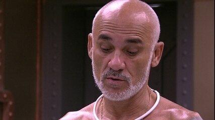 Ayrton fala para Ana Clara dormir de noite e ela responde: 'Se tiver prova de resistência?