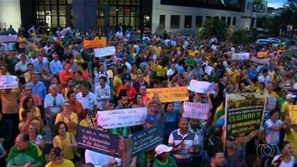 Manifestantes fazem ato em Goiânia pela prisão do ex-presidente Lula