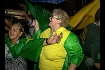 Manifestantes do 'Vem pra Rua' fecham a Doca e pedem a prisão do ex-presidente Lula
