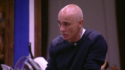 Ayrton acha que a família Lima estaria no Paredão, caso a ordem do sorteio fosse outra