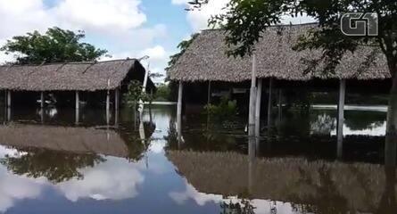 Nível do Rio Marataoan sobe e água invade estabelecimentos e rodovia (Imagens: Paulo Ricardo/Portal Visão Piauí e Francisco Sobrinho/Barras Virtual)