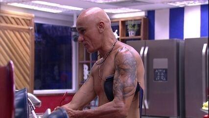 Ayrton acredita que Jéssica votaria na família Lima, caso Paula votasse antes dela