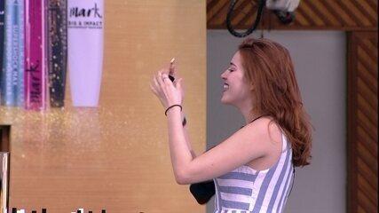 Ana Clara encontra item dourado e ganha maleta de maquiagem