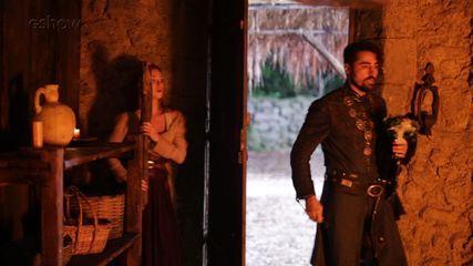 Ricardo Pereira mostra bastidores da fuga de Amália e Levi do cativeiro de Virgílio em 'Deus Salve o Rei'