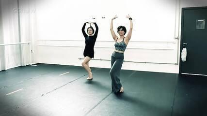 Alessandra Maestrini arrasa em aula de dança