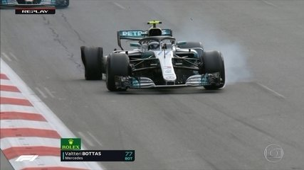 Pneu de Bottas estoura e Hamilton assume a primeira colocação