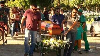 Modelo e estilista assassinada a tiro é sepultada em Fortaleza