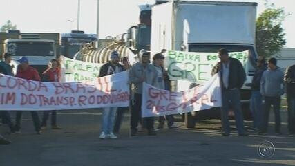 Caminhoneiros fazem protesto em rodovias do Centro-Oeste Paulista