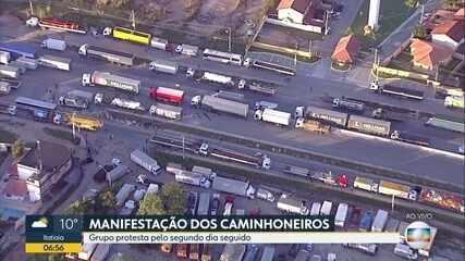 Caminhoneiros fazem protesto na BR-493 (Magé-Manilha)