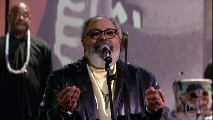 """Jorge Aragão canta """"Mutirão de Amor"""""""