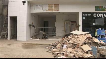 Grupo explode posto de combustível e na fuga bate carro em poste, na Paraíba