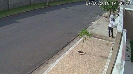 Câmeras de segurança flagram furto em casa de Jaguariúna