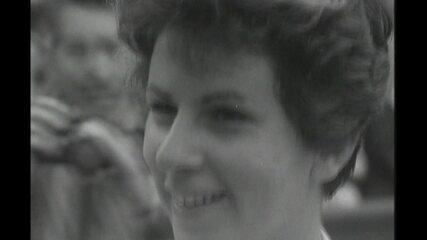 Corpo de Maria Esther Bueno é enterrado em SP