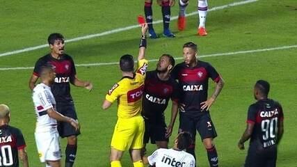 Yago é expulso por falta em Nenê e jogadores reclamam de cartão vermelho