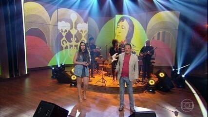 Moacyr Franco e Paola Karime cantam 'Tô Com Dó de Mim'
