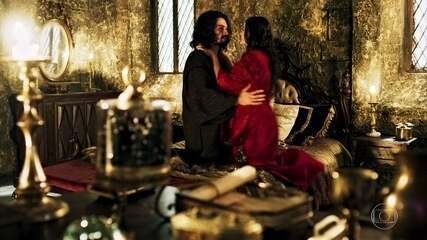 Catarina entra no quarto de Afonso e se passa por Amália