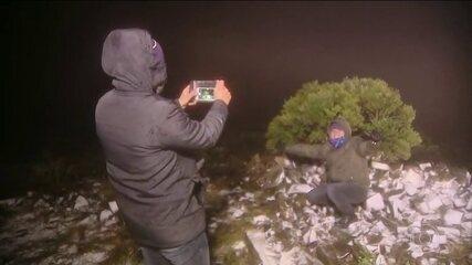 Inverno derruba temperaturas e Serra catarinense amanhece coberta pela neve