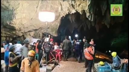 Termina resgate de grupo preso em caverna na Tailândia
