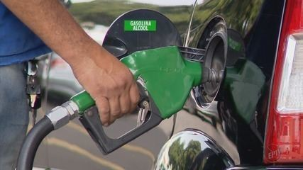 Poços de Caldas tem combustíveis mais caros do Sul de MG e motoristas abastecem em SP