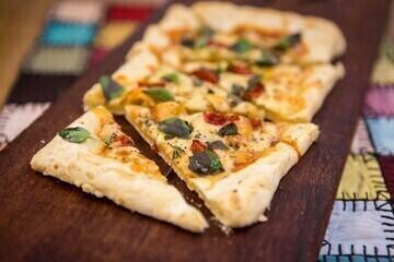 Pizza de Pão de Queijo do 'É de Casa'